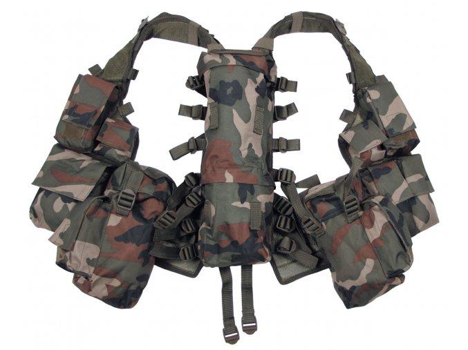 Taktická vesta s více kapsami woodland