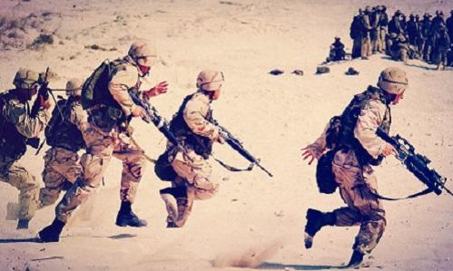 Stylové zimní bundy ve vojenském stylu