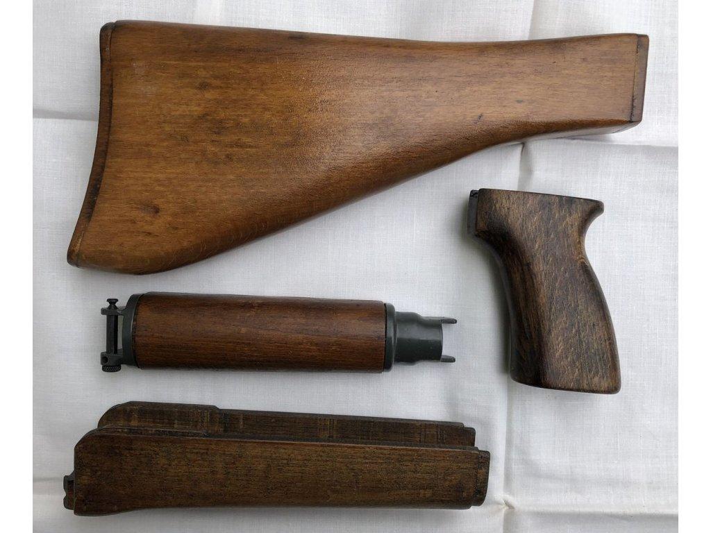 Původní dřevěné pažbení k Sa vz. 58P bez kování