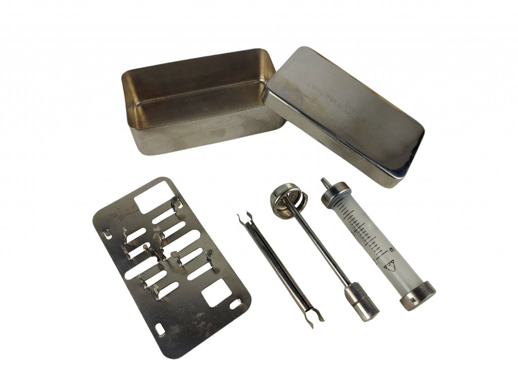 Skleněná Injekční stříkačka 2ml v kovovém pouzdře PREMA Československo