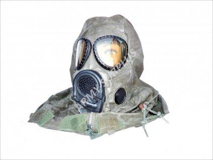 Plynová maska US M17A1 s protichemickou kapucí a hydratačním systémem
