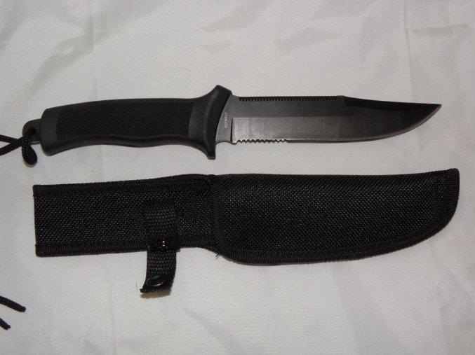 Nůž Mil-tec větší ,nezavírací s gumovou rukojetí .