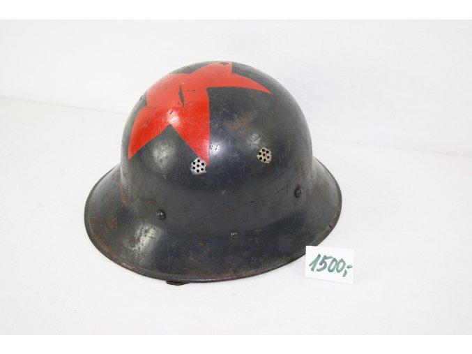 Kovová helma stará