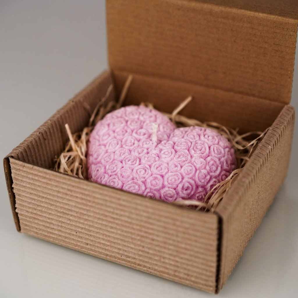 Přírodní vonná svíčka palmová - AROMKA - Valentýnské Srdce Květinkové v krabičce - Růže