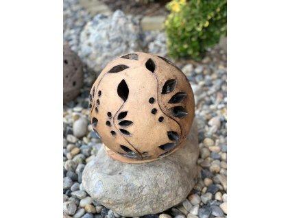 Keramická koule ručně modelovaná