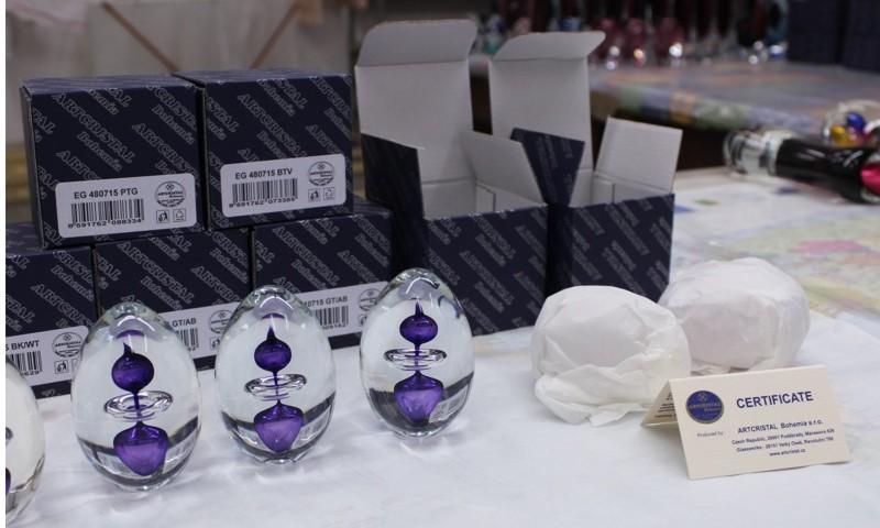 Hotový výrobek se zabalí společně s certifikátem původu do krabic a zamíří do skladu nebo rovnou k zákazníkovi.
