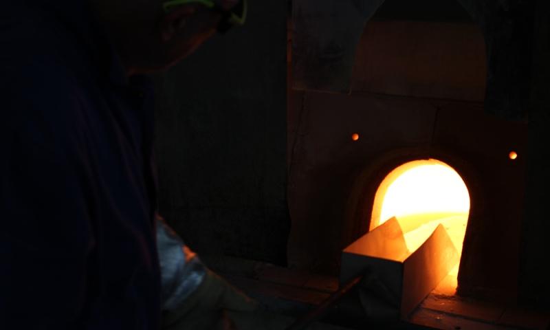 Utavení skloviny je první proces při výrobě skla. Jedná se o roztavení surovin ve sklářské peci při teplotě 1400°C. Tento proces probíhá přes noc.