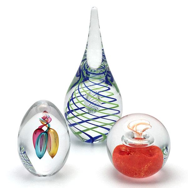 Hangemachte Briefbeschwerer aus Glas und Glaskugeln. Originelle Bohemia Glas Produkt.