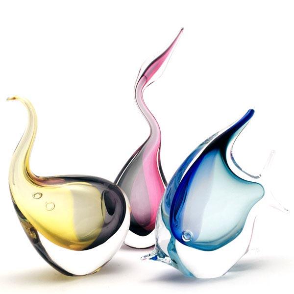 Handgemachte Glasskulpturen von Tieren. In diese Kollektionen stellen wir Dekofigur aus Glas als Fisch, Elefant, Vogel, Hahn, Henne, Katze, Reiher und Eule her. Originelle Bohemia Glas Produkt.