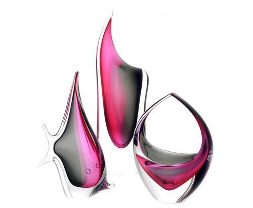 Kolekce LOVE - České ručně tvarované skleněné vázy, zvířata a objekty v kombinaci barev růžová a kouřově černá.