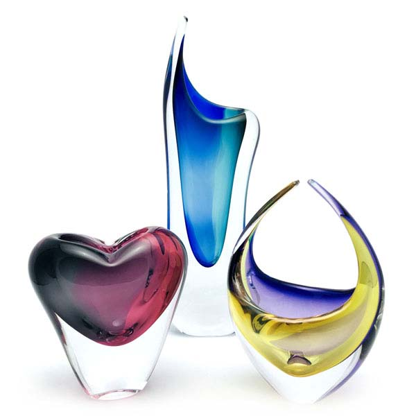 Unique Bohemia Glass pieces. Choose from an offer of several sets of coloured art glass vases.