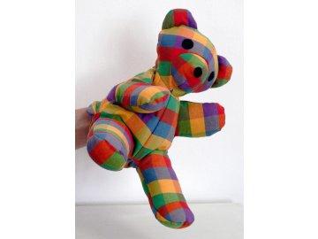 maňásek medvídek kostkovaný