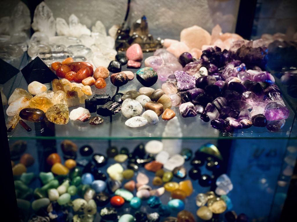 Minerální kameny pochází z hlubin Země a souzní s člověkem