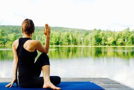 Proč je fajn, zacvičit si jógu pod širým nebem?