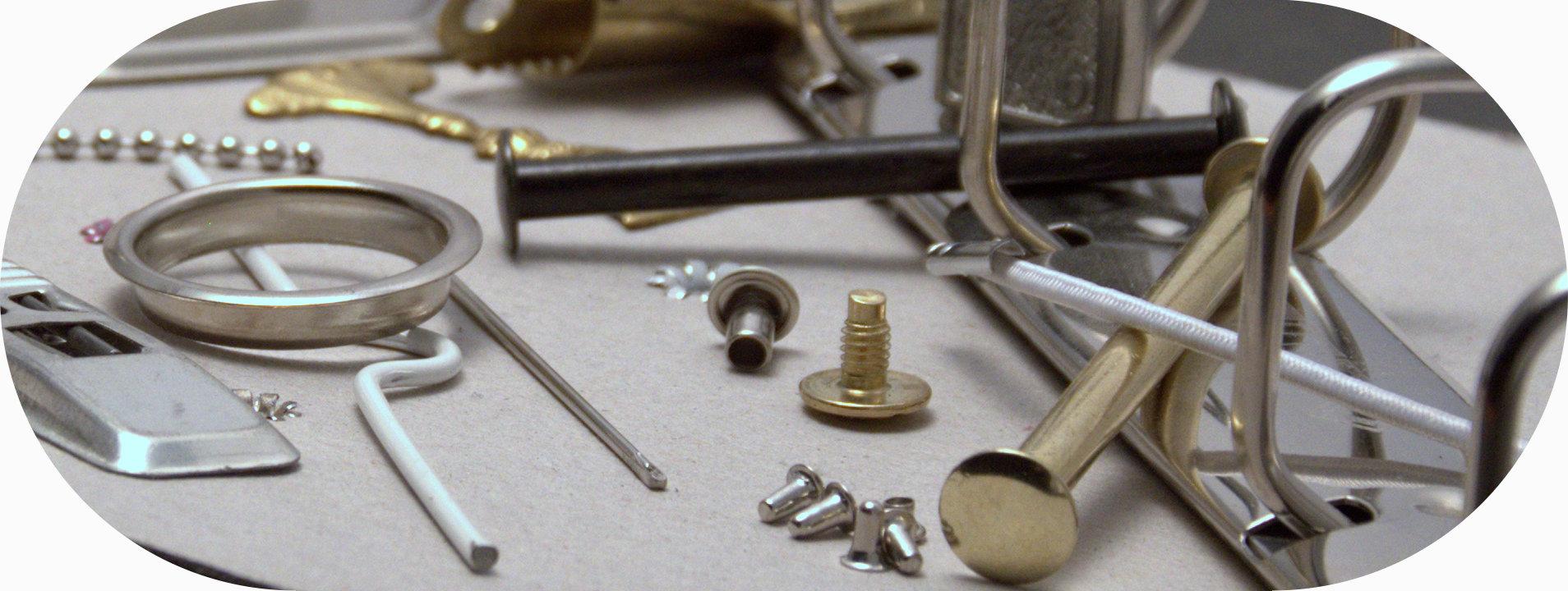 kovové produkty: skrutky, mechaniky, nity, háčiky, reťiazky, magnety