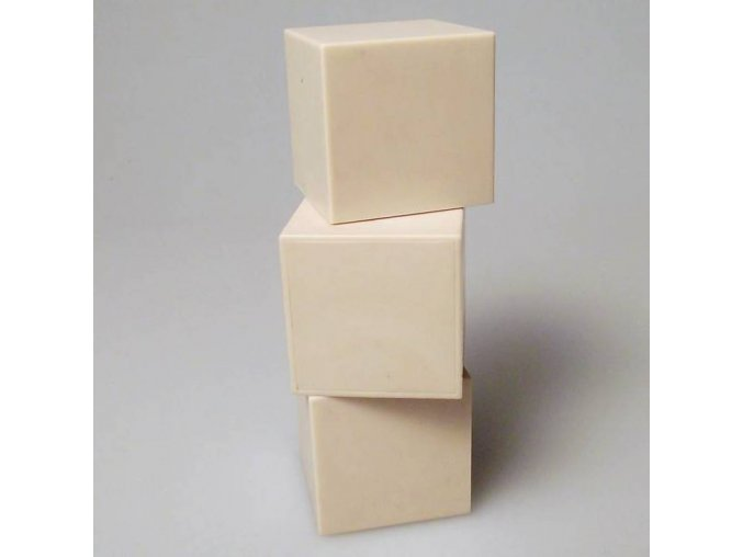 plastove kocky bezove