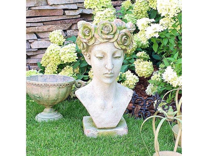 BYSTA ženy s květinovým věnečkem