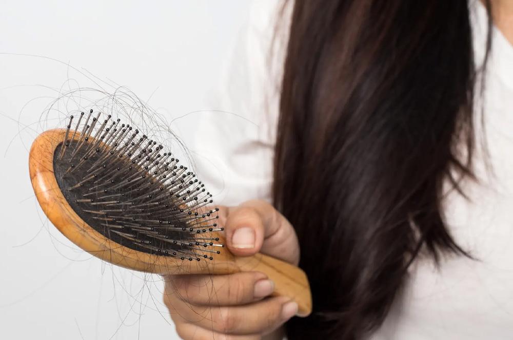 5 důvodů náhlého vypadávání vlasů