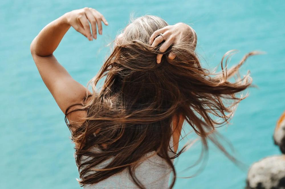 8 ověřených způsobů, jak mít hustější a zdravější vlasy