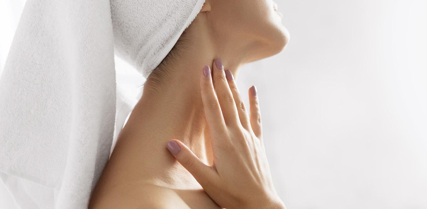 Jak správně pečovat o kůži na krku? Pleťový krém nestačí!