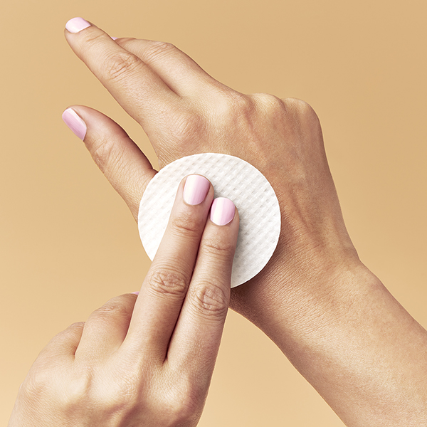 Daily Reveal Exfoliating Pads_AURIO_6-5
