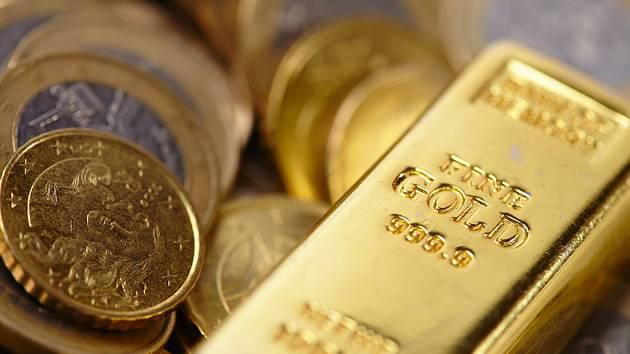 Investovat do zlatých nebo stříbrných mincí a slitků?