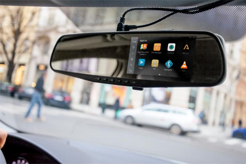 LAMAX-DRIVE-S5-Navi-eyes-behind2