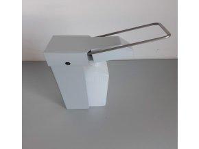Mechanický dávkovač na dezinfekci