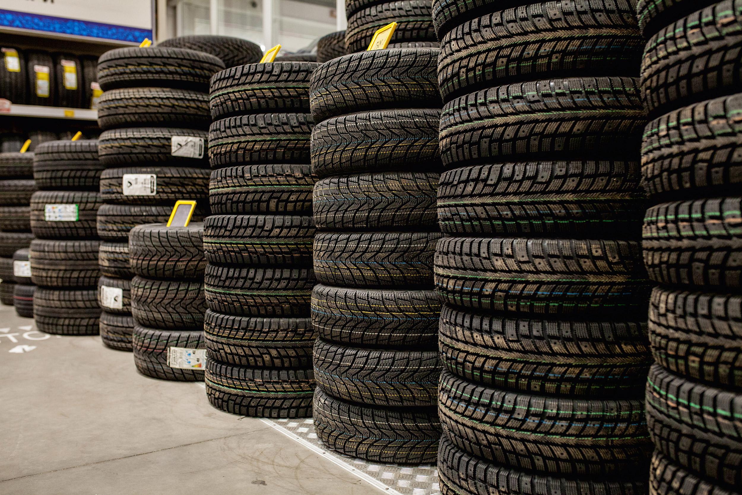 Levné pneumatiky skladem? Ne, nejedná se o sci-fi