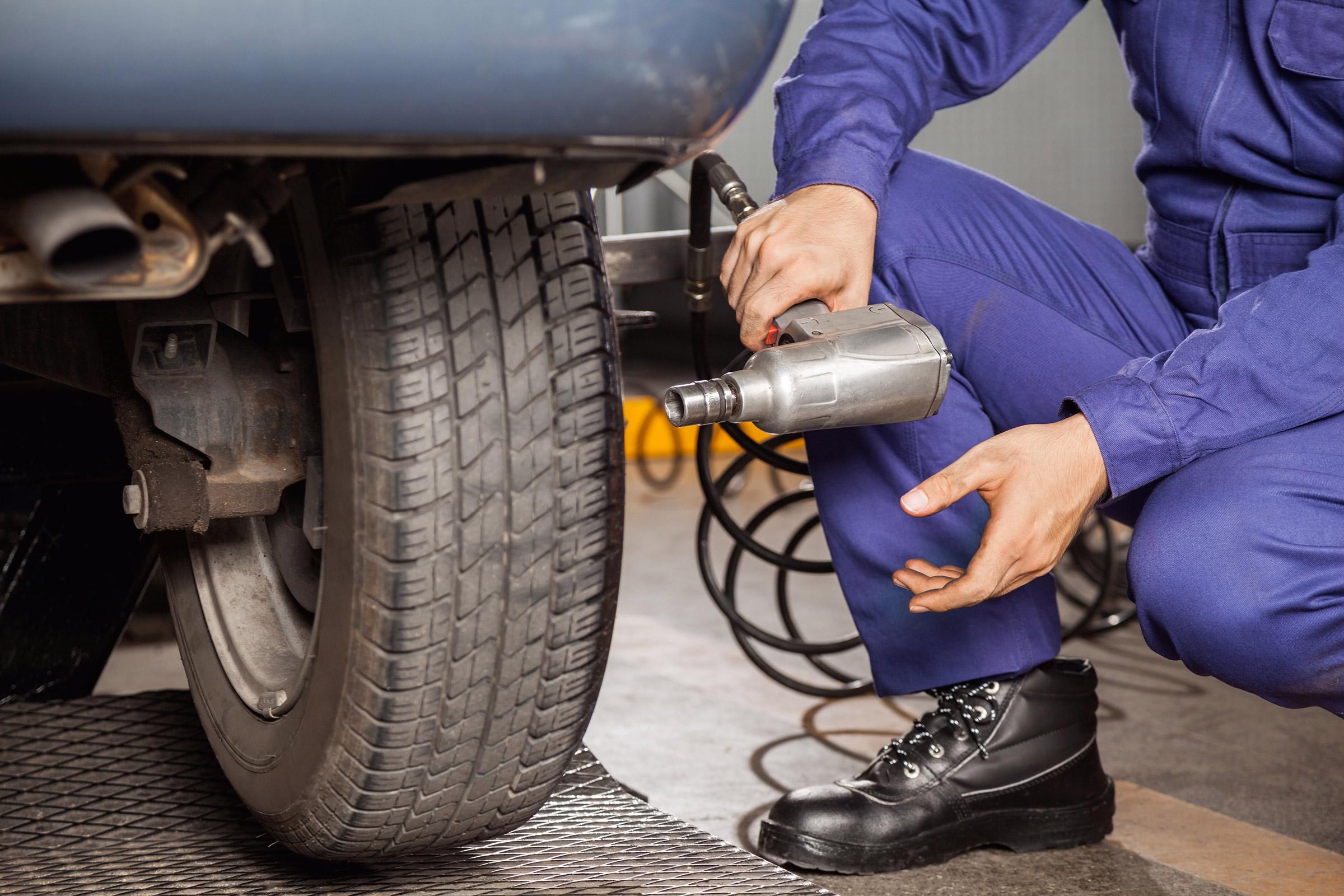 Kde koupit nejlevnější pneumatiky a ještě je nechat rovnou přezout?