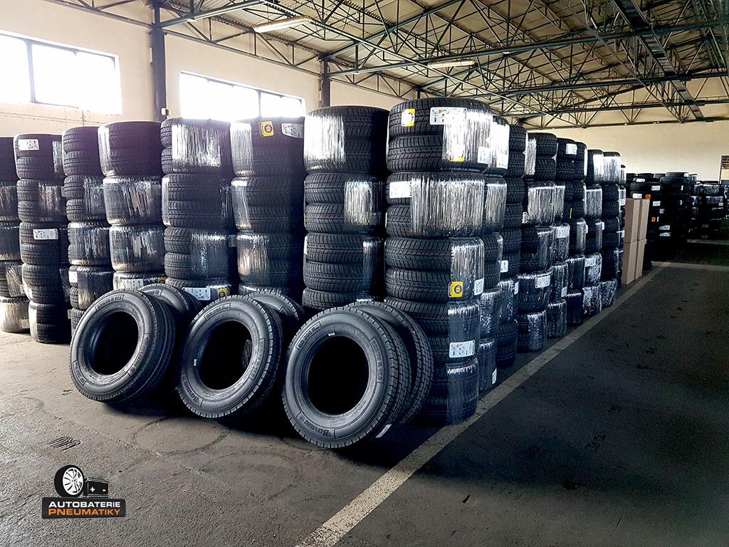 Autobaterie-Pneumatiky.cz: Foto vlastního skladu, díky kterému Vám zajistíme bleskové dodání pneumatik