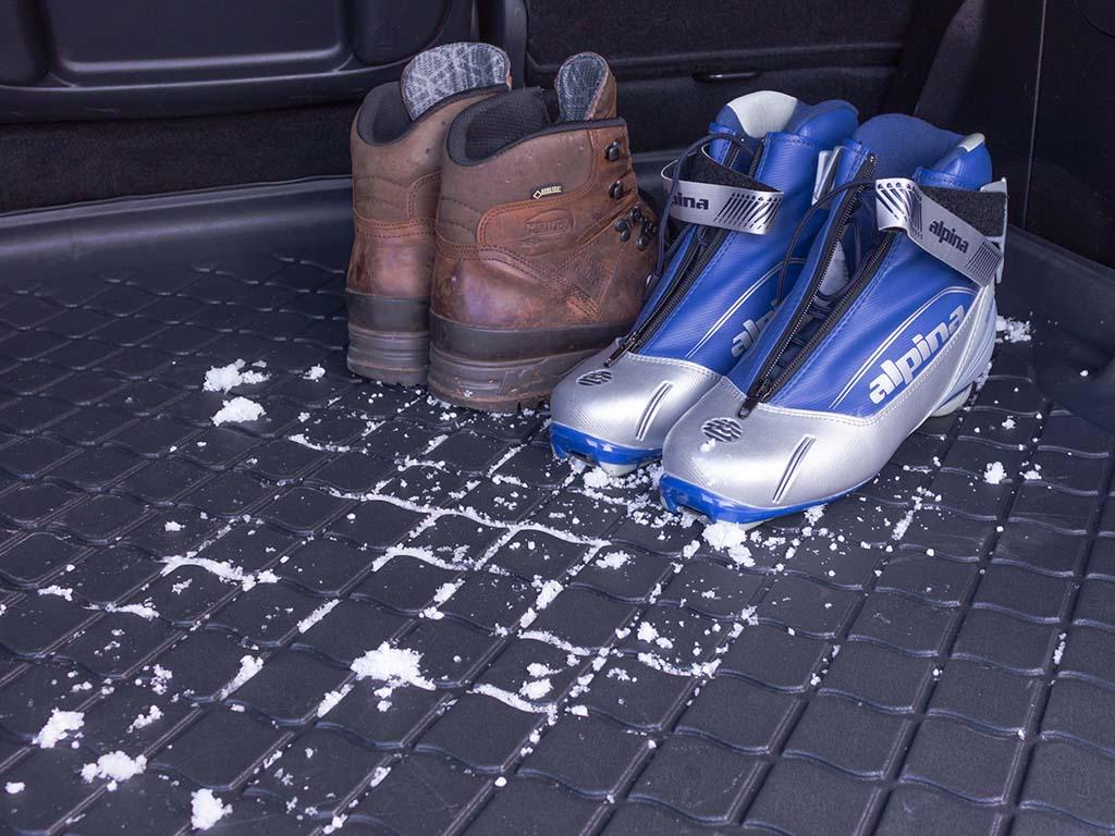 Vana do kufru BMW X1 (F48) 2015-2017 pevné sedačky, protiskluzová