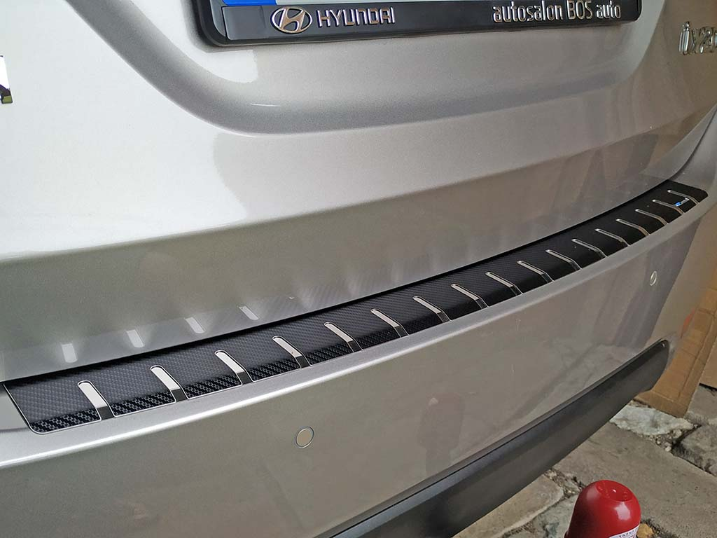 Kryt prahu pátých dveří Hyundai ix20 2010-2017 • nerez s karbonem