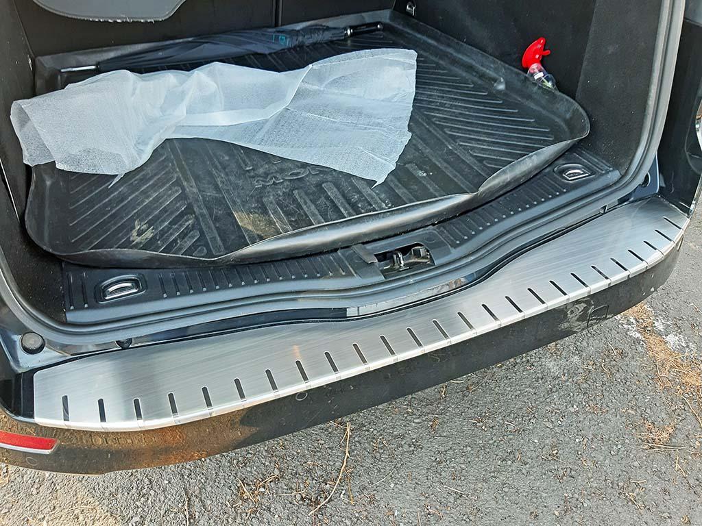 Alu Frost • Kryt prahu pátých dveří Ford Mondeo IV 2007–10 Combi • z nerezu (v. 2)