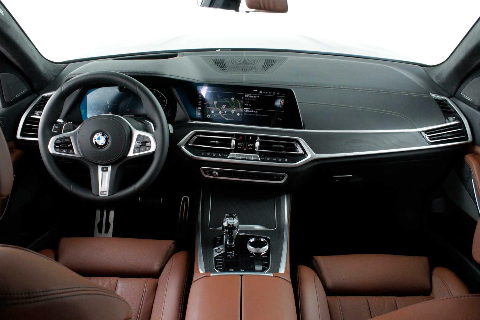 BMW X7 M50d - české předváděcí auto skladem - max výbava - super cena 2.529.000,- Kč bez DPH