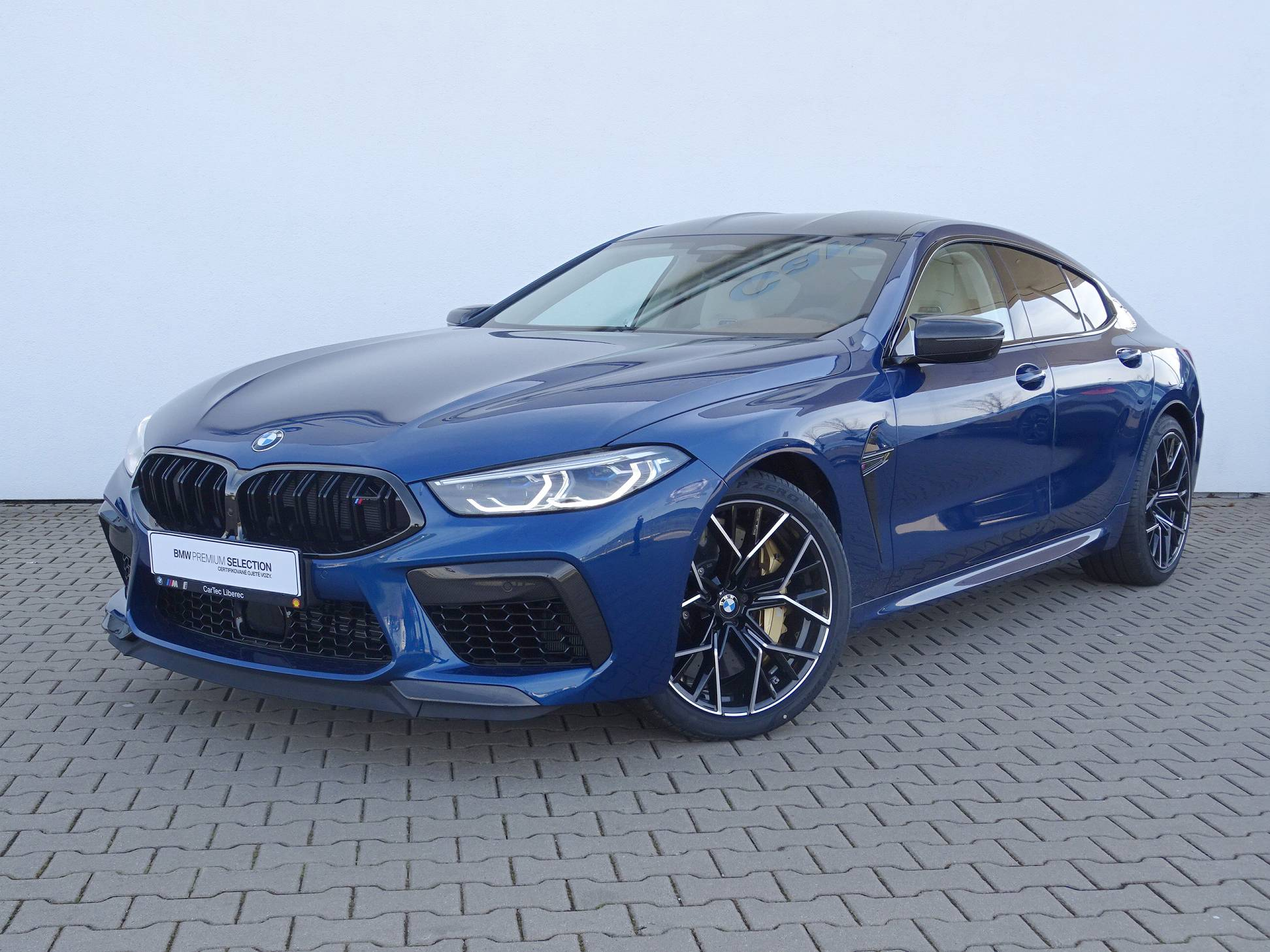 BMW M8 GRAN COUPÉ - české předváděcí auto - max výbava - maximální sleva