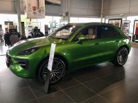Luxusní prémiové SUV PORSCHE MACAN S zelená mamba metalíza Online autosalon AUTOiBUY.com