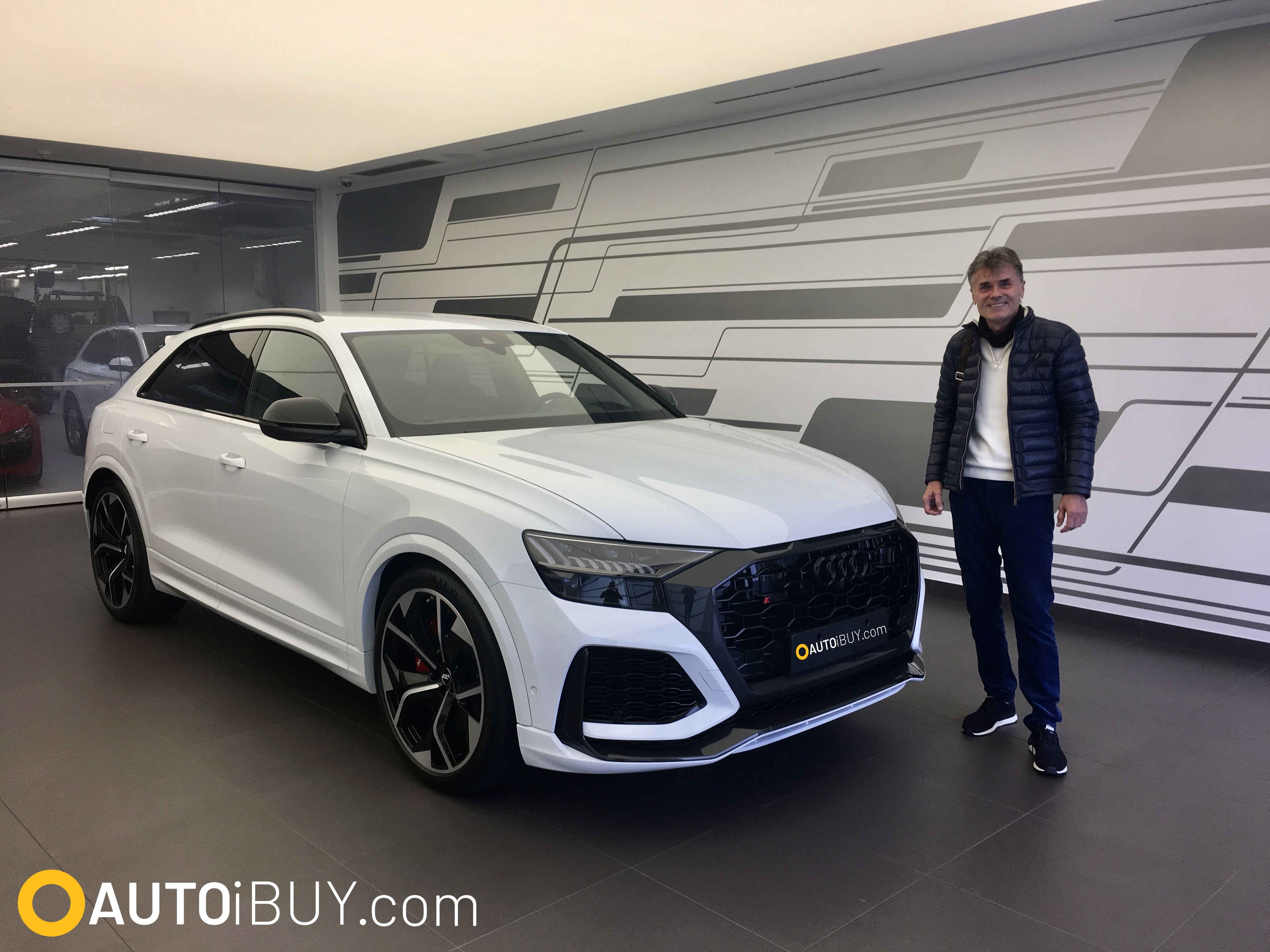 AUDI RSQ8 | nové auto skladem | fotka z předání klientovi | reference | supersportovní SUV Coupé | V8 biturbo 600 koní