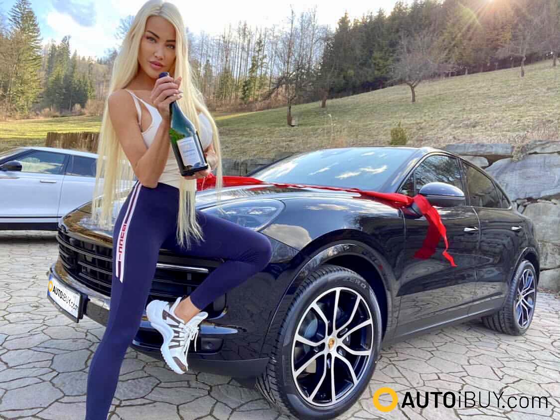 Porsche Cayenne coupé | fotka z předání | nové sportovní SUV Coupé | objednání online | dodání až domů jako dárek