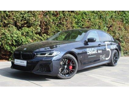 BMW 540i xDRIVE Mpaket  - černá Carbon Black metaíza