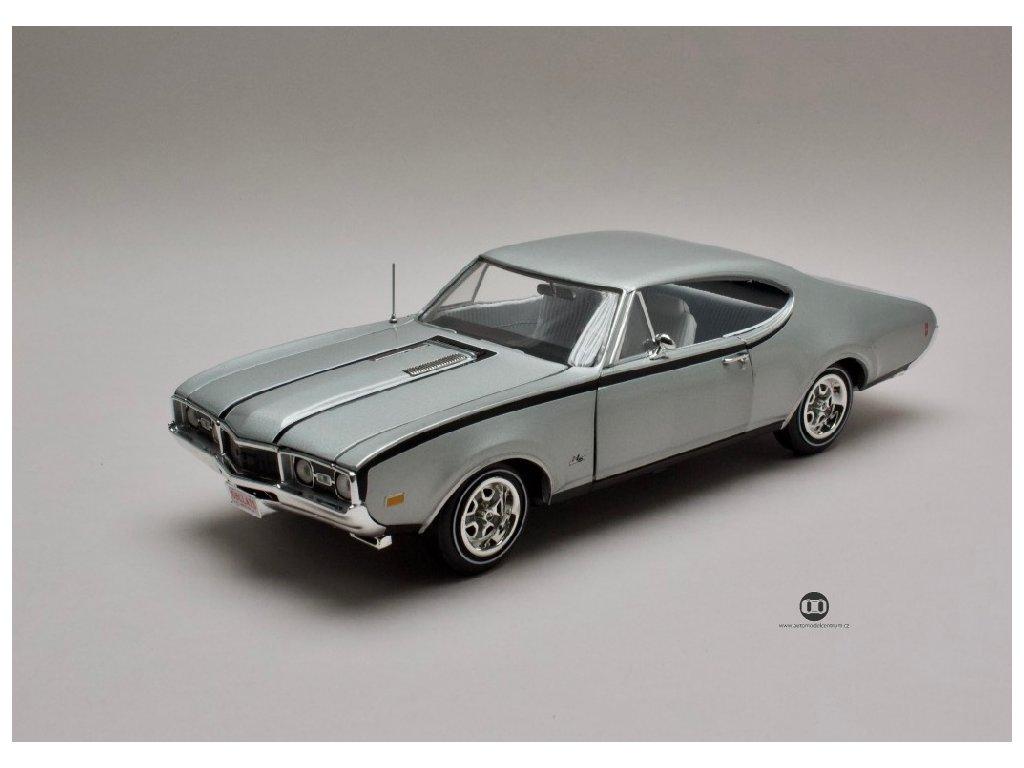 Oldsmobile Cutlass Hurst Olds 1968 stříbrná %2250th anniversary%22 1 18 Auto World AMM1143 01