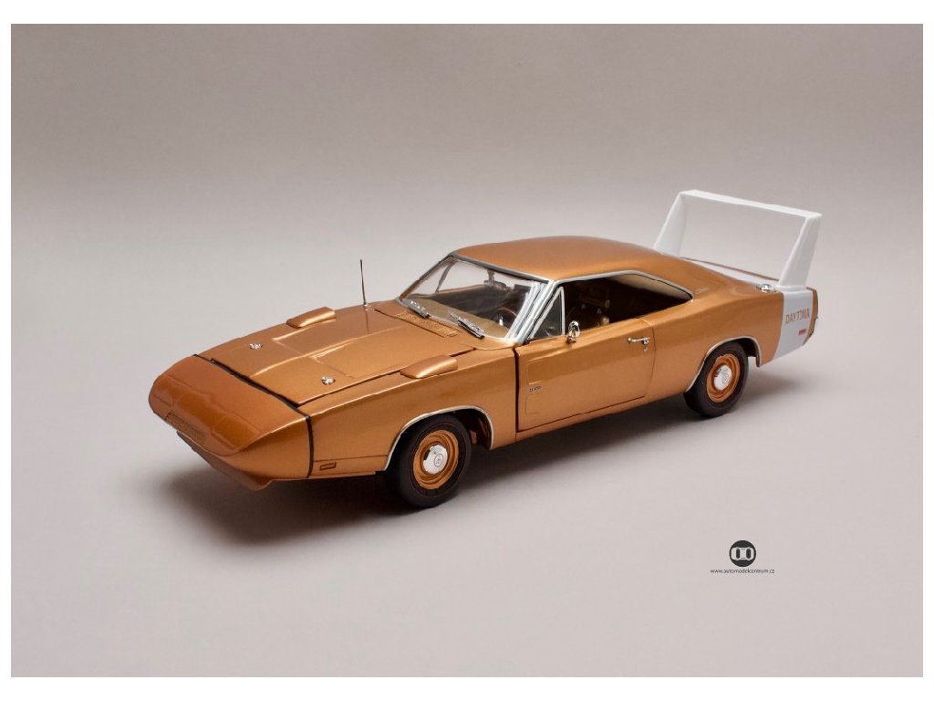 Dodge Charger Daytona 1969 bronzová 1 18 Auto World AMM 1168 01