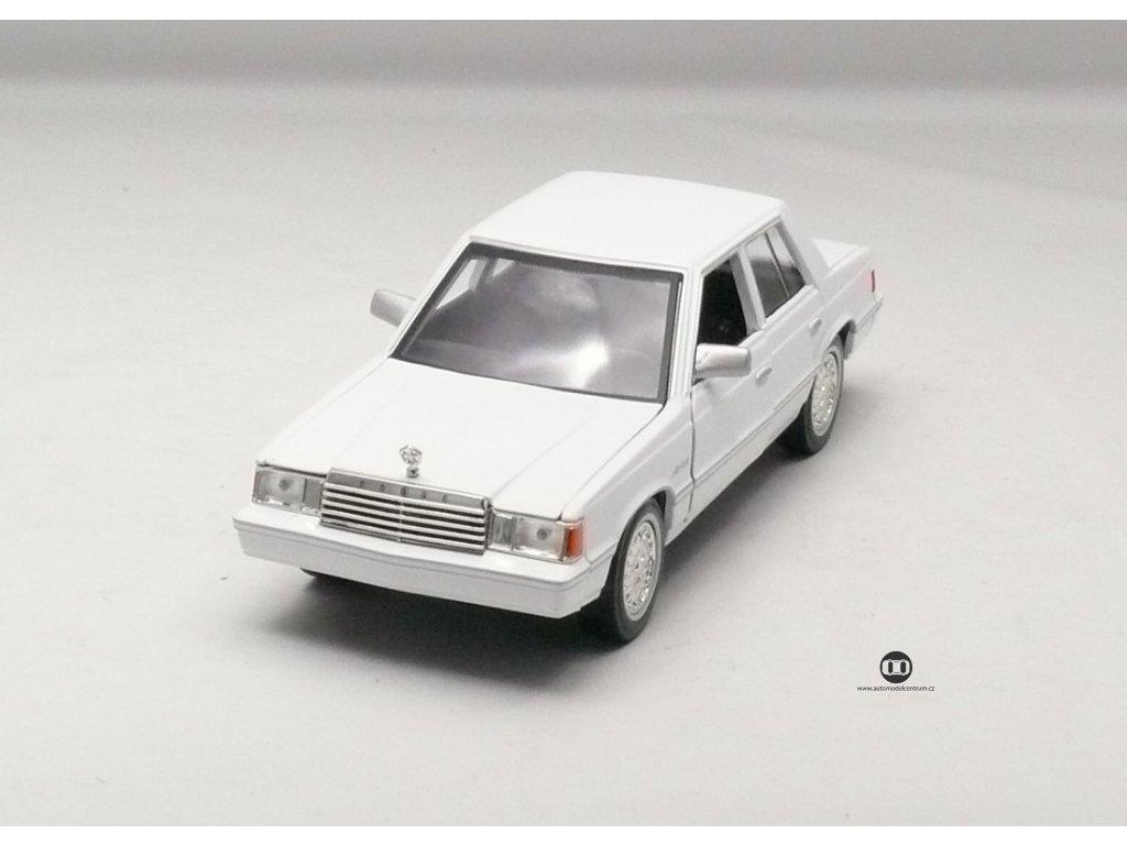 Dodge Aries K 1982 bílá 1:24 Motor Max