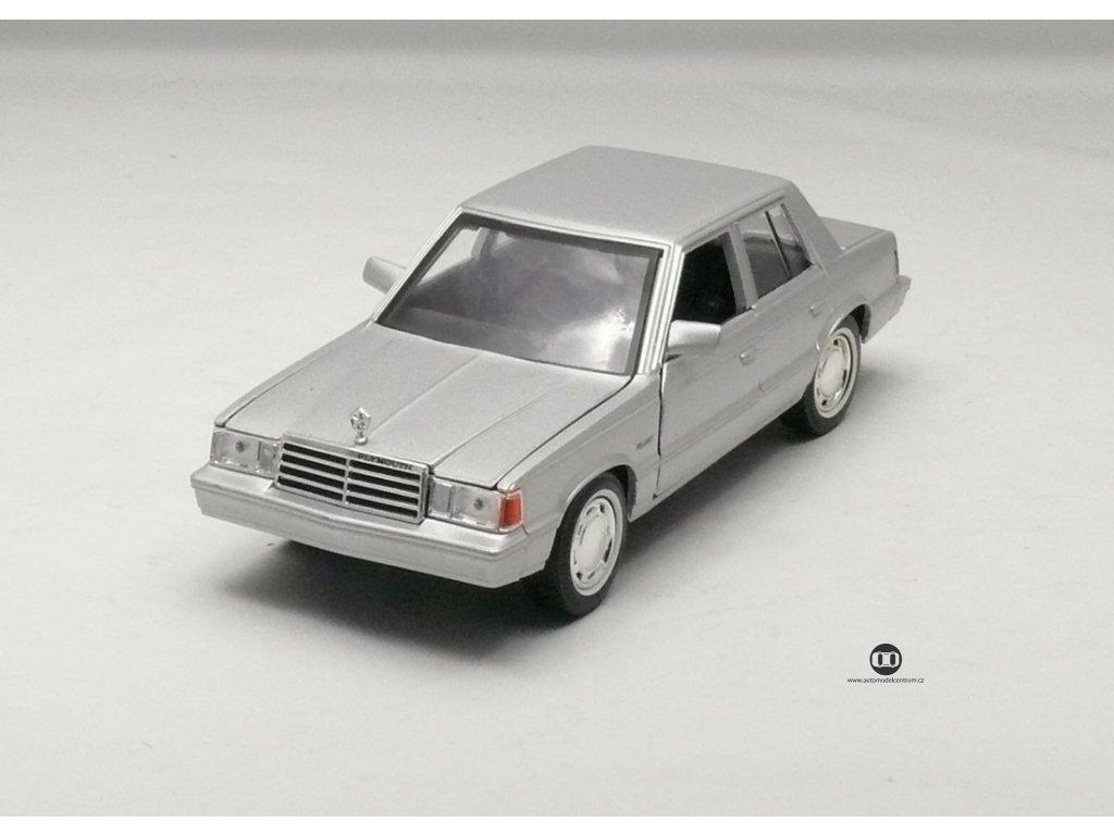 Plymouth Reliant 1983 stříbrná 1:24 Motor Max