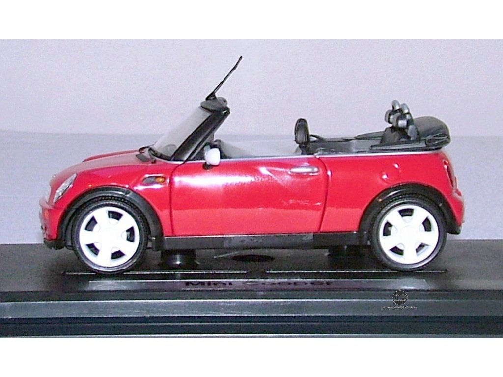 Mini Cooper Convertible červená 1:24 Mondo Motors
