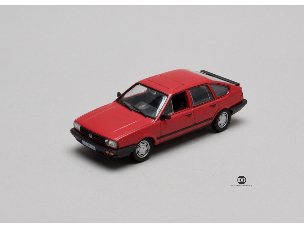 VW Passat GL B2 1985 červená 1:43 Car Selection