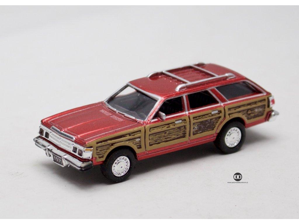 Chrysler Town & Country Wagon 1979 červená 1:64 Motor Max