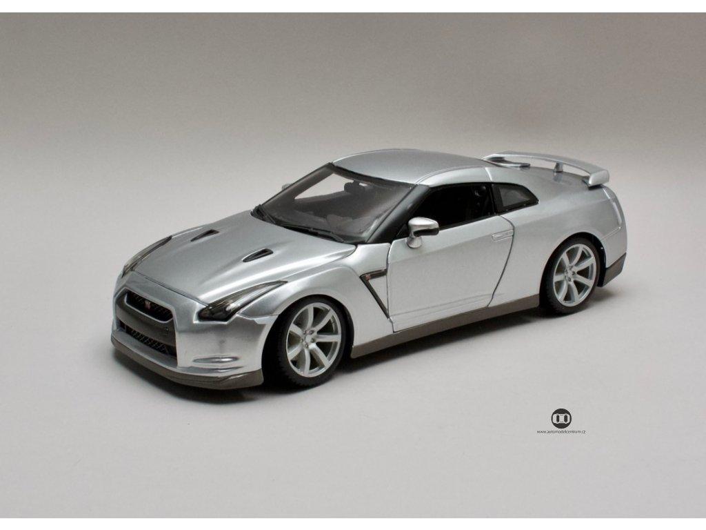 Nissan GT-R 2009 stříbrná 1:18 Maisto