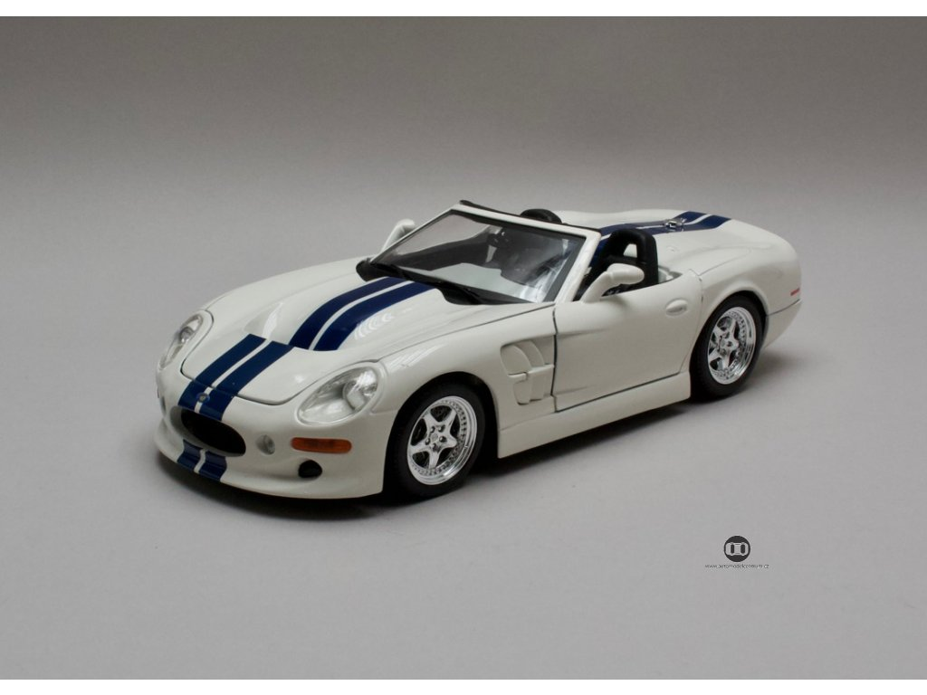 Shelby Series 1 1999 bílá-modré pruhy 1:18 Maisto