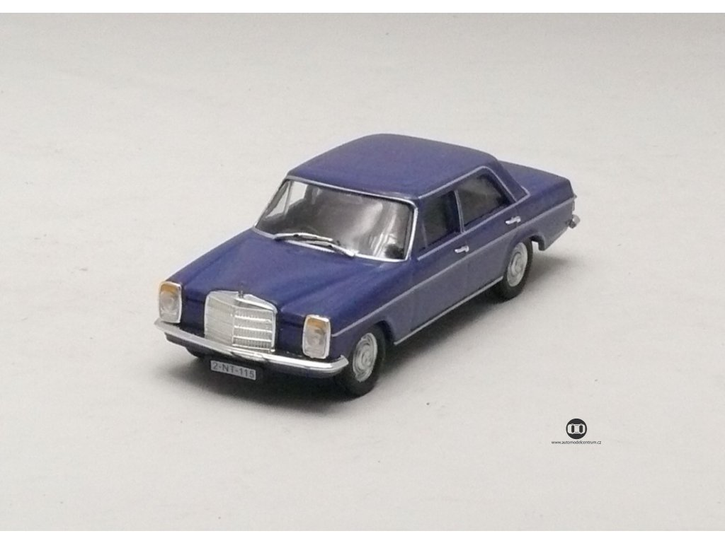 Mercedes-Benz 220/8 W115 modrá 1:43 Car Selection